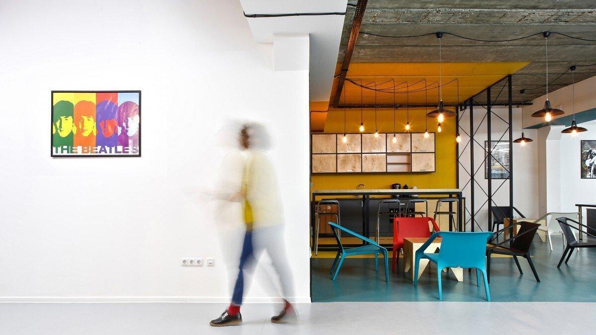 办公空间装修的科技感灯光设计